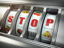停止赌博瘾概念 有文本中止的老虎机 库存照片