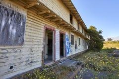 停止活动和被放弃的住房在蒙特雷县,加利福尼亚 免版税库存图片