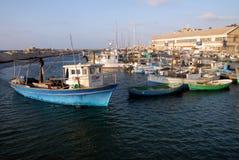 停泊在老Jaffa端口的Fiishing小船 免版税库存照片