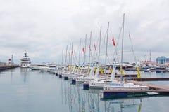 停泊在索契海港的小游艇的 免版税库存图片