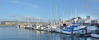 停泊在Fishermans码头的圣弗朗西斯码头39小游艇船坞的游艇 免版税库存照片