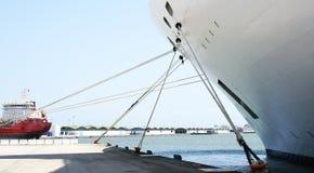 停泊在La Goulette口岸的一艘船细节  免版税库存图片