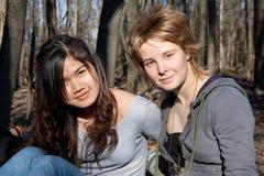 停留二名妇女 免版税图库摄影