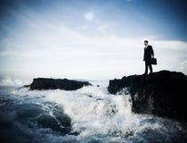 停留单独海岛想法的概念的商人 库存照片