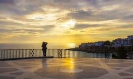 停留在Balcon de Europa的摄影师 免版税库存照片