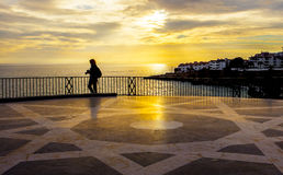 停留在Balcon de Europa的摄影师 库存图片