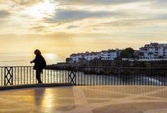 停留在Balcon de Europa的摄影师 免版税库存图片