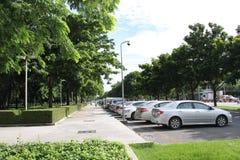 停车场在庭院里 免版税库存照片