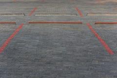 停车场油漆的红线块在路 免版税图库摄影