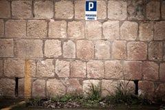 停车处墙壁  图库摄影