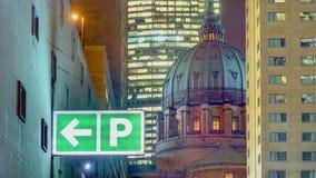 停车处标志,世界大教堂的女王/王后,蒙特利尔,魁北克, Cananda 库存图片