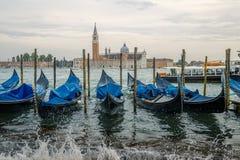 停车处长平底船在威尼斯 免版税库存照片