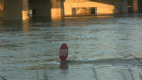 停车牌在水下 影视素材