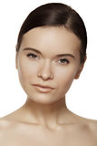 健康、温泉& skincare。 与健康皮肤,每日构成的美丽的模型表面 库存图片