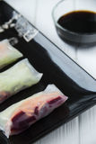 健康与菜、鱼和米线的快餐亚洲春卷 库存图片