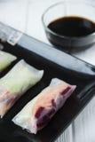 健康与菜、鱼和米线的快餐亚洲春卷 免版税库存照片