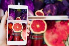 健康五颜六色的夏天蔬菜和水果 免版税库存图片