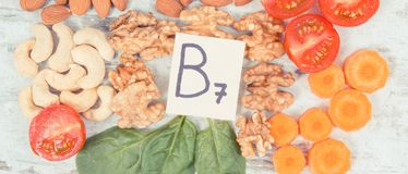 健康产品当来源矿物、维生素B7和纤维,滋补吃概念 免版税库存照片