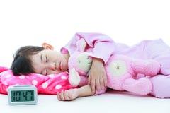 健康儿童概念 平安地睡觉亚裔的女孩 在whi 免版税库存图片