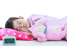 健康儿童概念 平安地睡觉亚裔的女孩 在whi 图库摄影