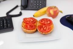 健康吃在工作 免版税库存照片