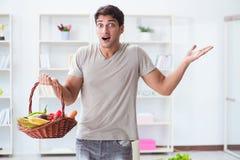 健康吃的和节食的概念的年轻人 库存图片