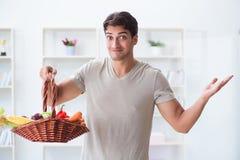 健康吃的和节食的概念的年轻人 图库摄影