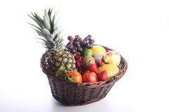 健康吃背景 食物摄影不同的水果和蔬菜隔绝了白色背景 库存图片