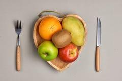 健康吃,节食 新鲜的各种各样的柑橘水果 免版税库存照片