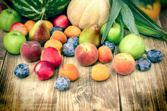 健康吃,适当的饮食用有机水果和蔬菜 库存图片