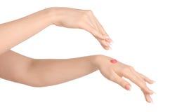 健康和身体关心题材:有桃红色的美好的女性手洗刷在白色背景的奶油被隔绝 库存照片