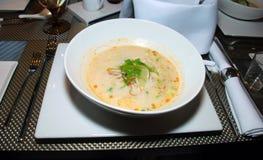 健康和鲜美热的鸡汤 免版税库存照片