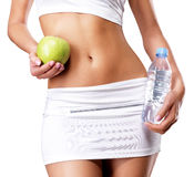健康女性身体用苹果和水 库存照片