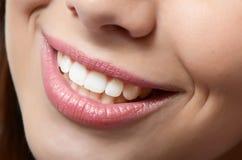 健康妇女牙和微笑 免版税库存照片