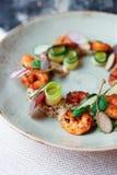 健康开胃菜用奎奴亚藜和海鲜 图库摄影