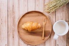 健康恋人妇女早餐  免版税图库摄影