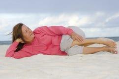健康愉快的成熟的妇女放松和 库存图片