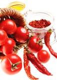 健康意大利未加工的食物:西红柿,红色chil 库存照片