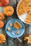 健康感恩点心 传统南瓜饼以整个 免版税图库摄影