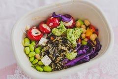 健康拿走在午餐盒的食物 库存照片