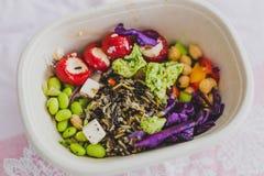 健康拿走在午餐盒的食物 免版税库存照片