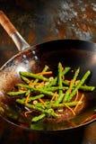 健康新煮熟的芦笋技巧和红萝卜 免版税库存图片