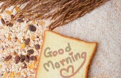 健康早餐用谷物和面包。 库存照片