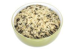 健康未煮过的水菰在橄榄色的盘或碗服务 免版税库存图片