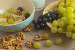 健康果子早餐-正确的照明设备 免版税库存照片