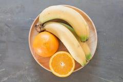 健康果子用桔子和香蕉 图库摄影
