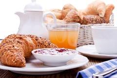 健康法国早餐咖啡新月形面包 库存照片
