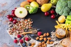 健康浓纤维来源素食主义者食物的选择烹调的 免版税库存图片