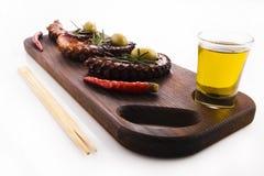 健康海鲜细节-章鱼、橄榄和胡椒 库存照片