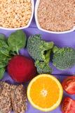 健康滋补食物当来源叶酸、矿物、维生素B9和饮食纤维 图库摄影